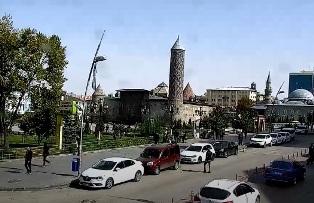 Photo of Erzurum Yakutiye Meydanı Canlı İzle